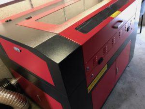 Gravírovací a řezací laser